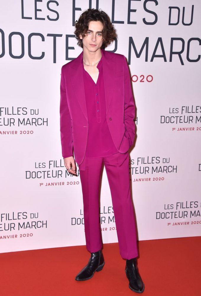 こんなピンクのスーツも着こなしちゃうティモシー